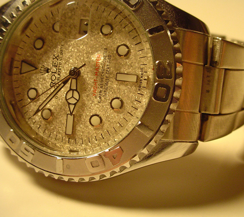 High-end watches and luxury jewelry at 60% off